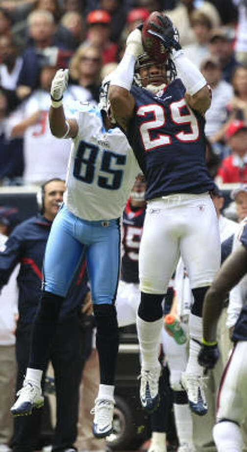 Texans cornerback Glover Quin (29) set a franchise record with three interceptions against the Titans on Sunday. Photo: Brett Coomer, Chronicle