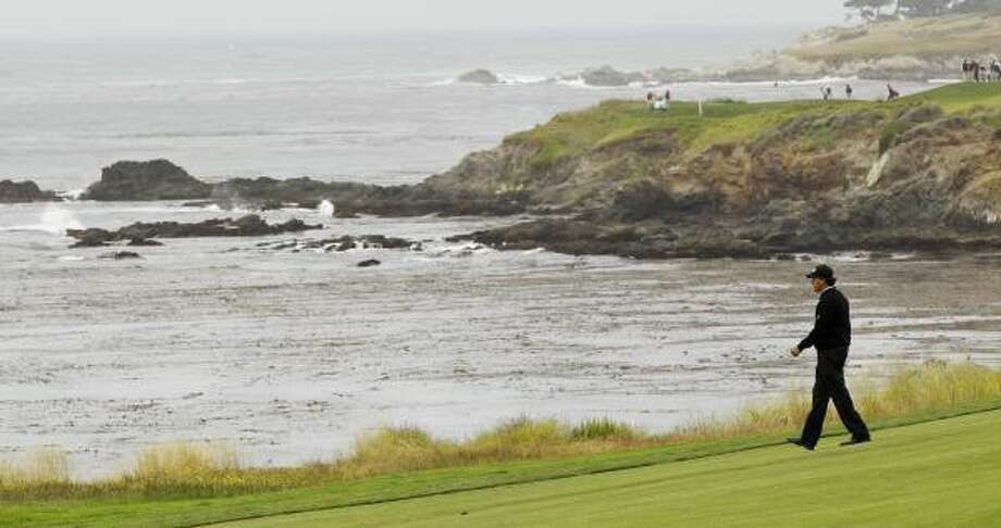Phil Mickelson, fresh off his 40th birthday, is comfortable at the picturesque Pebble Beach Golf Links as his three wins there demonstrate. Photo: David J. Phillip, AP