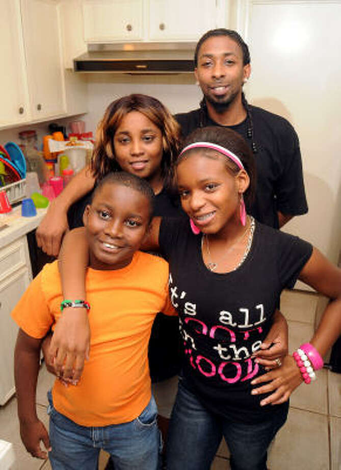Shawanda Dodson-Berry with her husband Corey Berry and children  Savoie Felton, left front, and SáLes Felton, reside in a rented home in Alief. Photo: Dave Rossman, For The Chronicle