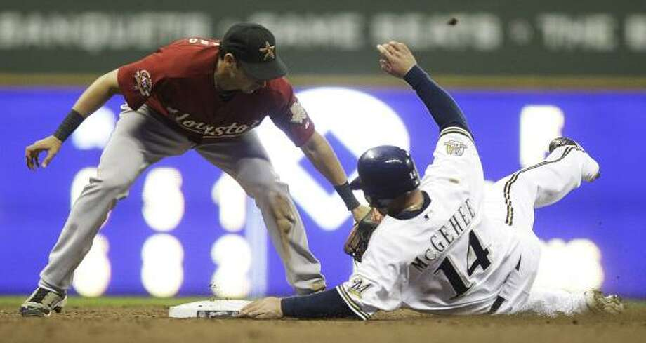 Astros shortstop Oswaldo Navarro tags out Brewers third baseman Casey McGehee at second. Photo: Morry Gash, AP
