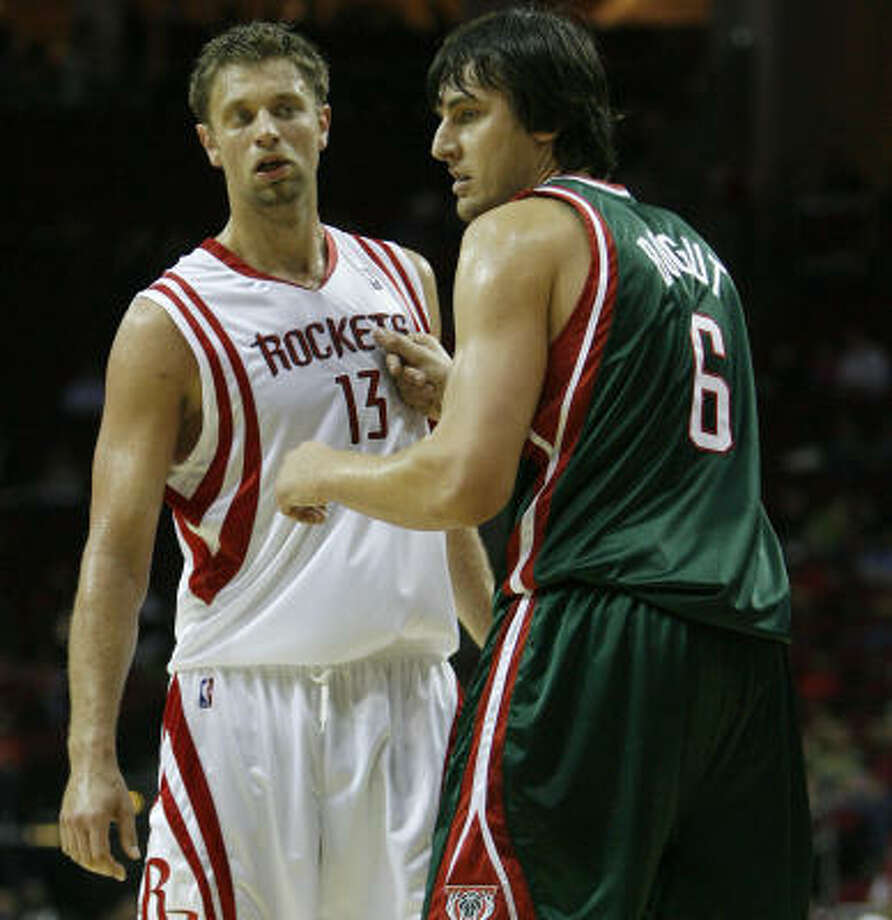 David Andersen, left, averaged 5.8 points and 3.3 rebounds in 63 games last season. Photo: Karen Warren, Chronicle