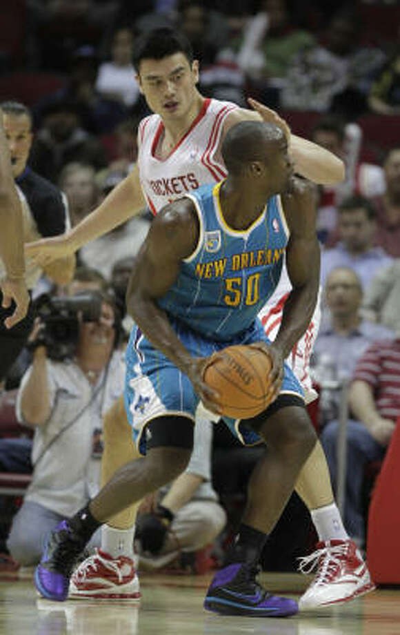 Hornets center Emeka Okafor tries to get around Rockets center Yao Ming. Photo: Karen Warren, Chronicle