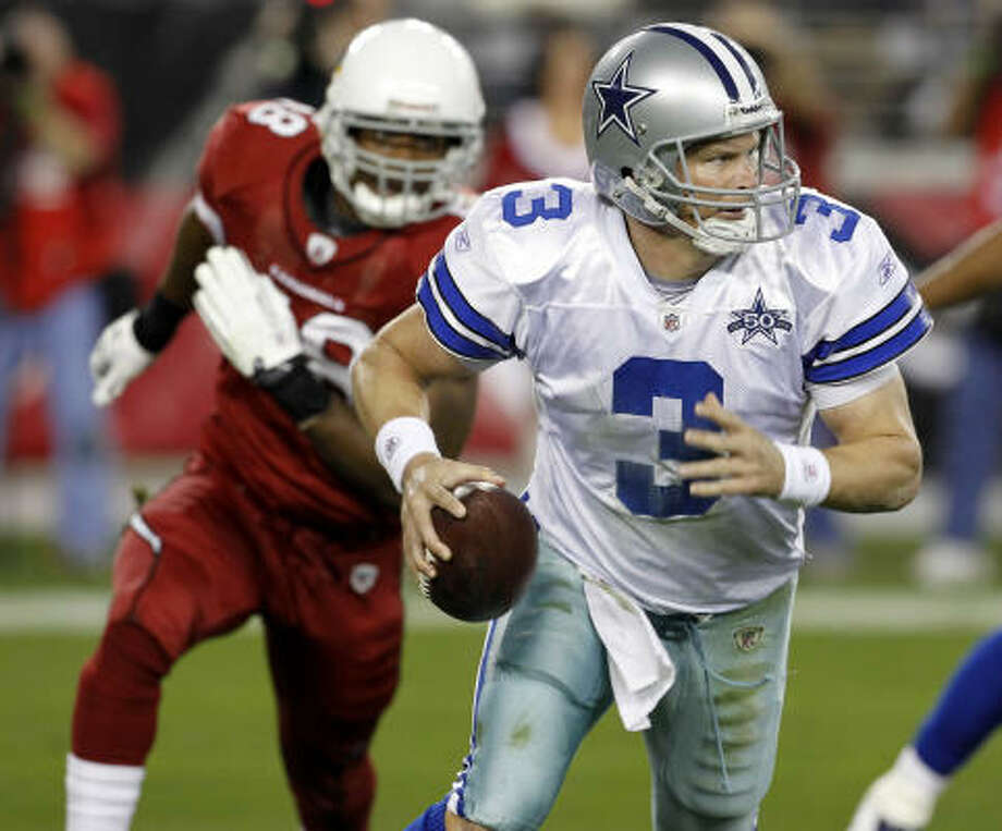 Cowboys quarterback Jon Kitna suffered a strained abdominal muscle in the loss to the Cardinals on Christmas night, 2010. Photo: Ross D. Franklin, AP