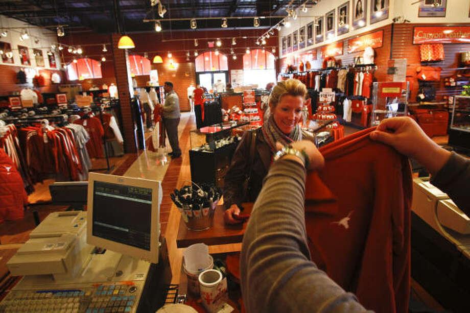 Ut 39 s university co op to close houston location san for Michaels craft store utah