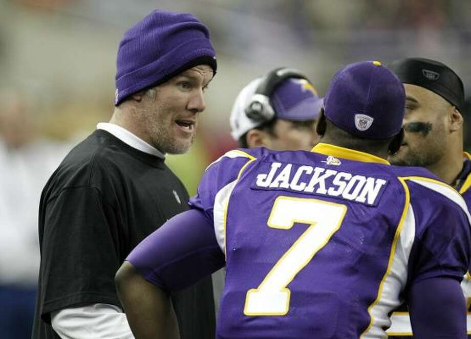 Vikings quarterback Brett Favre, left, talks to Tavaris Jackson on the bench during the loss. Photo: Gregory Shamus, Getty Images