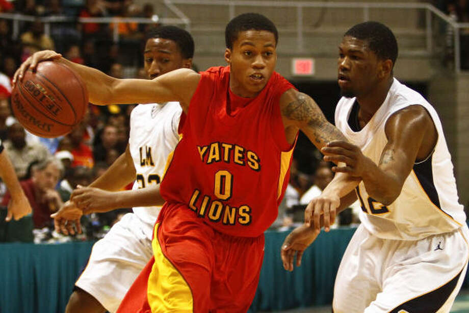 Joseph Young, who helped Yates win consecutive state championships, will be eligible to play for UH in 2011-12. Photo: Michael Paulsen, Chronicle