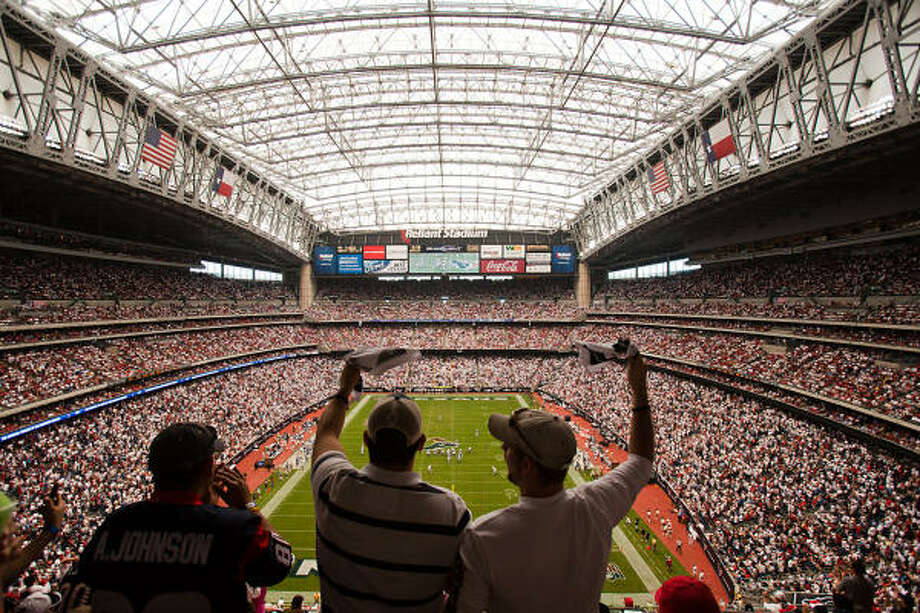 Texans fans cheer their team to victory during the season-opening drubbing of the Indianapolis Colts, but many report that accessing cell phone services like the Internet and picture taking doesn't come easy at Reliant Stadium. Photo: Smiley N. Pool, Chronicle