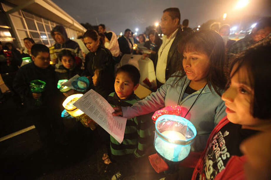 Ivan Alvarez and mother Ponceana Alvarez sing during the procession, alternating between traditional carols and a special posadas song when the pilgrims ask to be let in. Photo: Mayra Beltran, Chronicle
