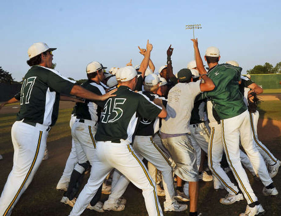 The San Jacinto baseball team celebrates on the field after defeating Blinn College 6-2 on Tuesday. Photo: Rob Vanya, San Jacinto College