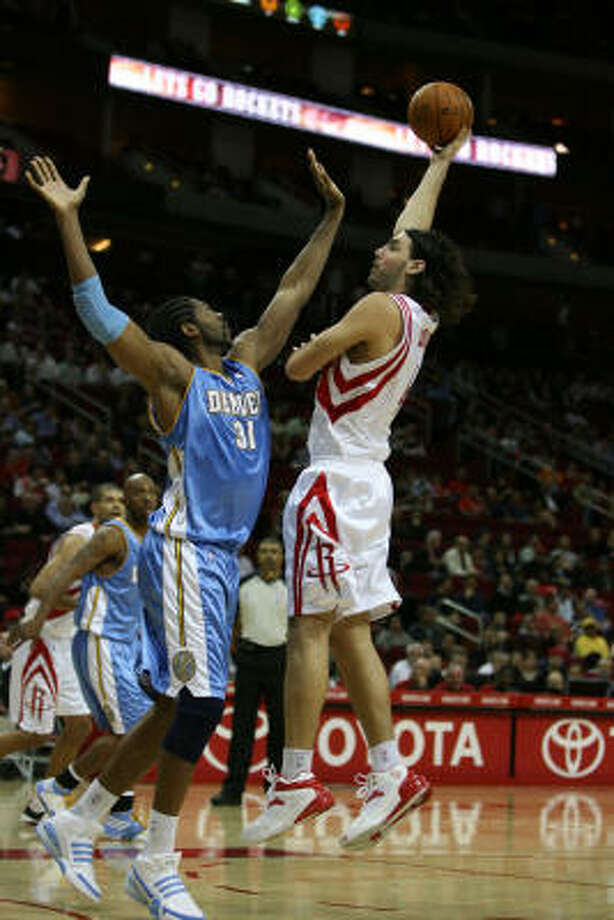 Nuggets forward Nene' (31) attempts to defend Rockets forward Luis Scola. Photo: Billy Smith II, Chronicle