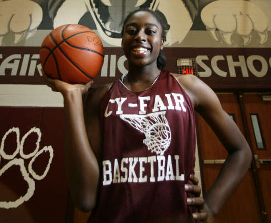 Chiney Ogwumike, who averaged 23 points and 9.5 rebounds this season, led the Bobcats to the Class 5A state championship this season. Photo: Karen Warren, Chronicle