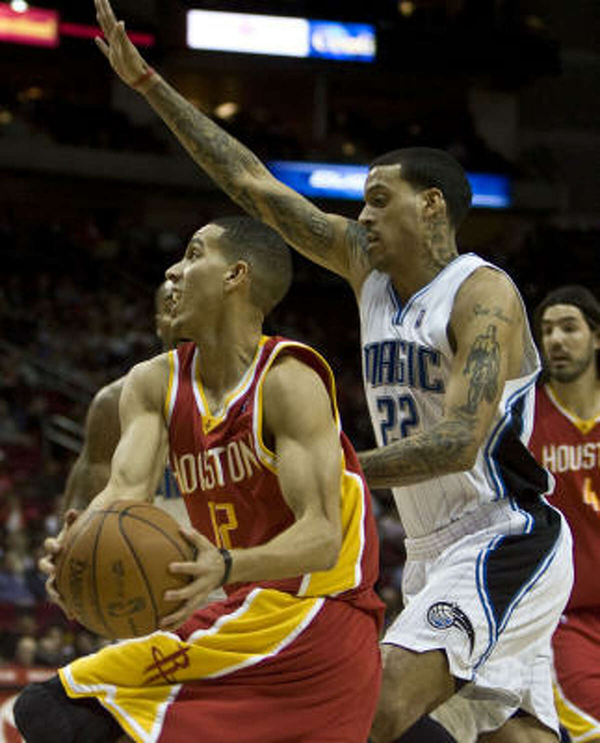 Kevin Martin, left, has his hands full with Matt Barnes during the first quarter.