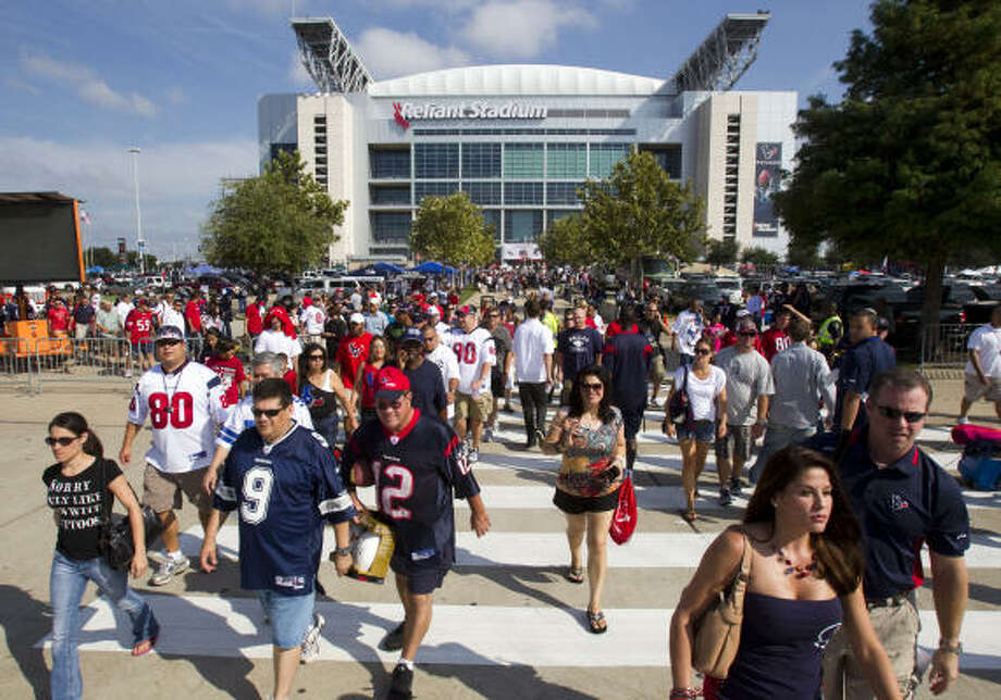 Texans fans planning to tailgate will have limited access to Reliant Stadium's parking lots under the team's new policy. Photo: Brett Coomer, Chronicle
