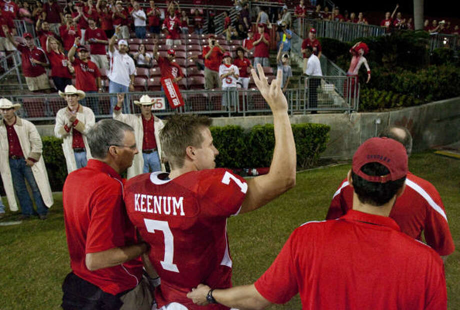 Case Keenum's situation cast a light on the ever-refining role concussion management in college athletics. Photo: Nick De La Torre, Chronicle