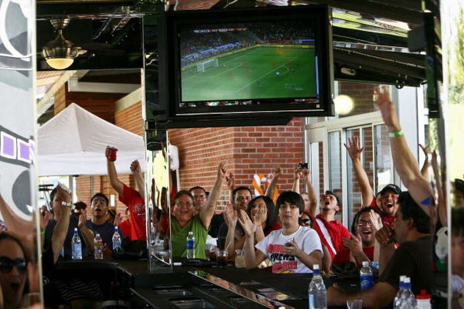 In Houston, more than 800,000 viewers on average watched the Spain-Netherlands game – 511,000 on KXLN (Channel 45) in Spanish and 293,000 in English on KTRK (Channel 13). Photo: Michael Paulsen, Chronicle