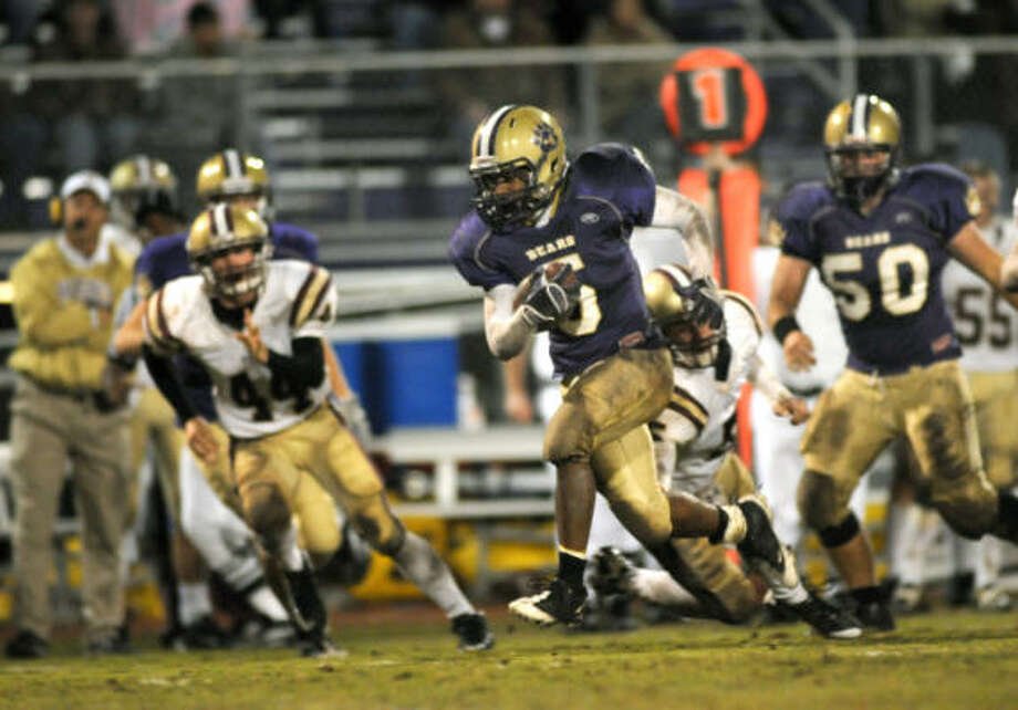 Montgomery running back Leroy Dobbins has rushed for 1,591 yards despite a reduced workload. Photo: Chronicle File Photo