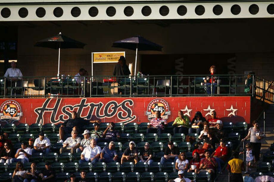 Through 22 dates in 2010, the Astros are behind last year's attendance pace by more than 83,000. The club is averaging 25,603 fans per game. Photo: Michael Paulsen, Chronicle