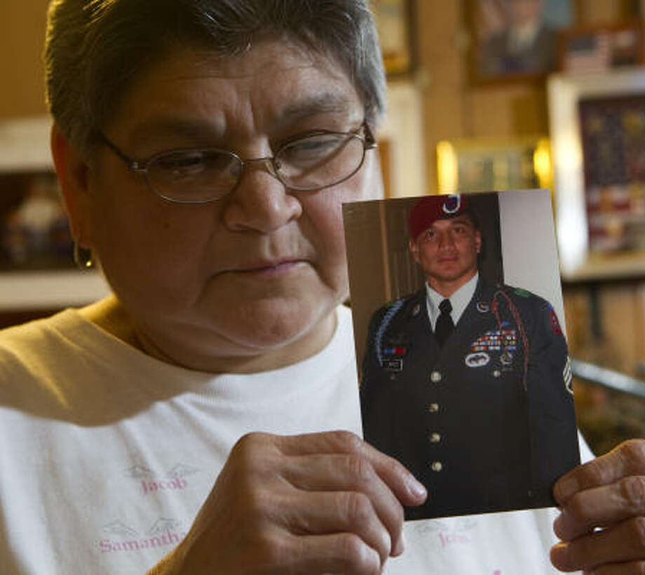 Irma Rodriguez, Edwardo Loredo's aunt, says he loved being with his children and cooking meals for his wife. Photo: Brett Coomer, Chronicle