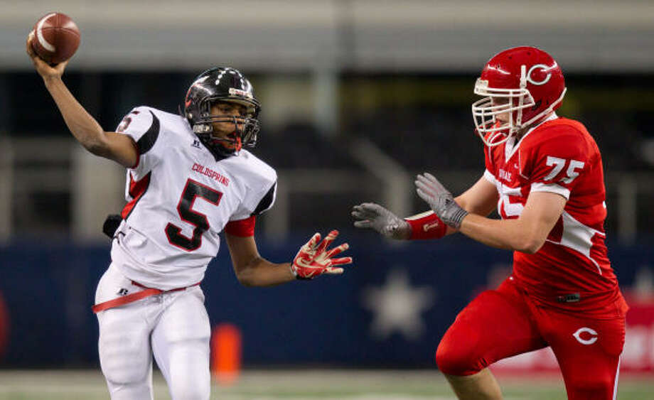 Coldspring quarterback Alfred Scott, left, has two more seasons to run the Trojans' offense. Photo: Smiley N. Pool, Chronicle