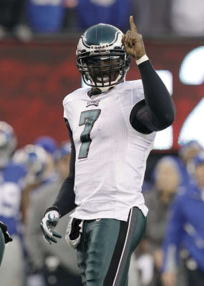 Philadelphia Eagles quarterback Michael Vick, who sat out two seasons while serving a federal sentence for dogfighting, will start for the NFC in the Pro Bowl. Photo: Kathy Willens, AP