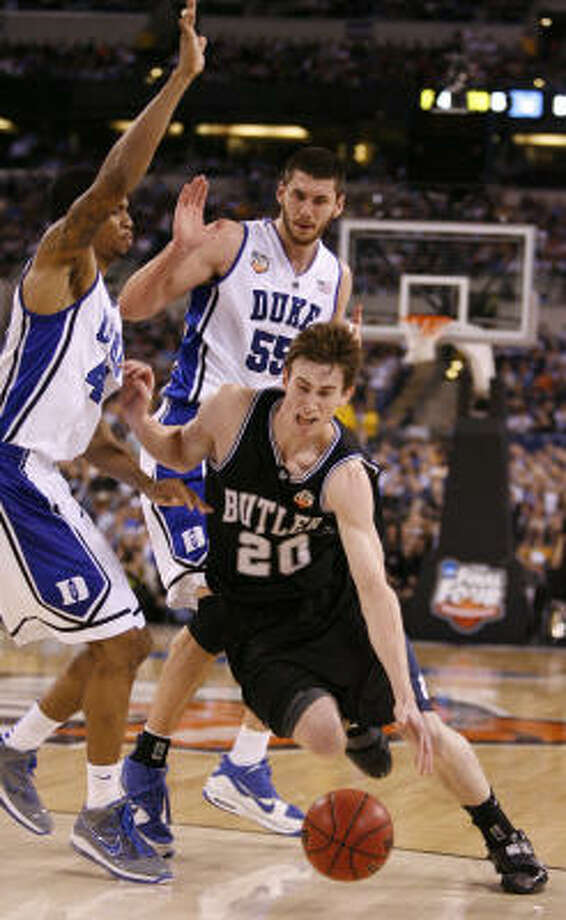 Butler's Gordon Hayward drives around Duke's Lance Thomas (42) as Brian Zoubek watches. Photo: Karen Warren, Chronicle