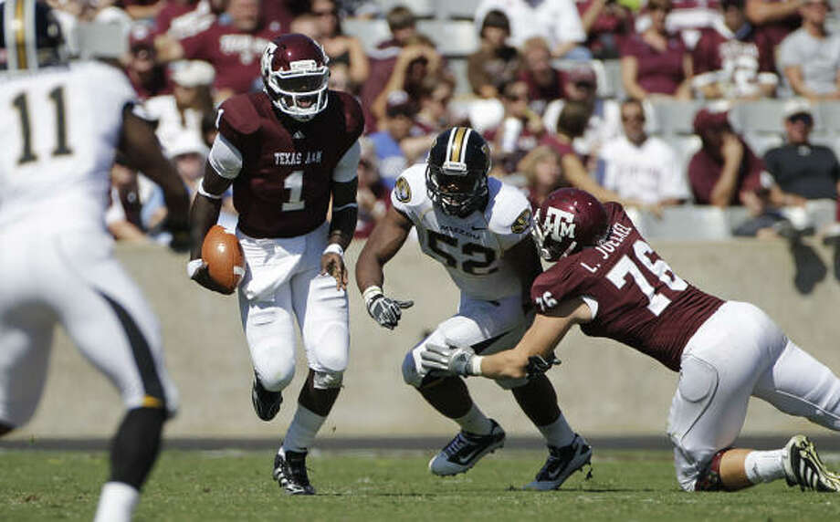 Texas A&M quarterback Jerrod Johnson has trouble throwing decent passes as the pressure intensifies. Photo: Julio Cortez, Chronicle