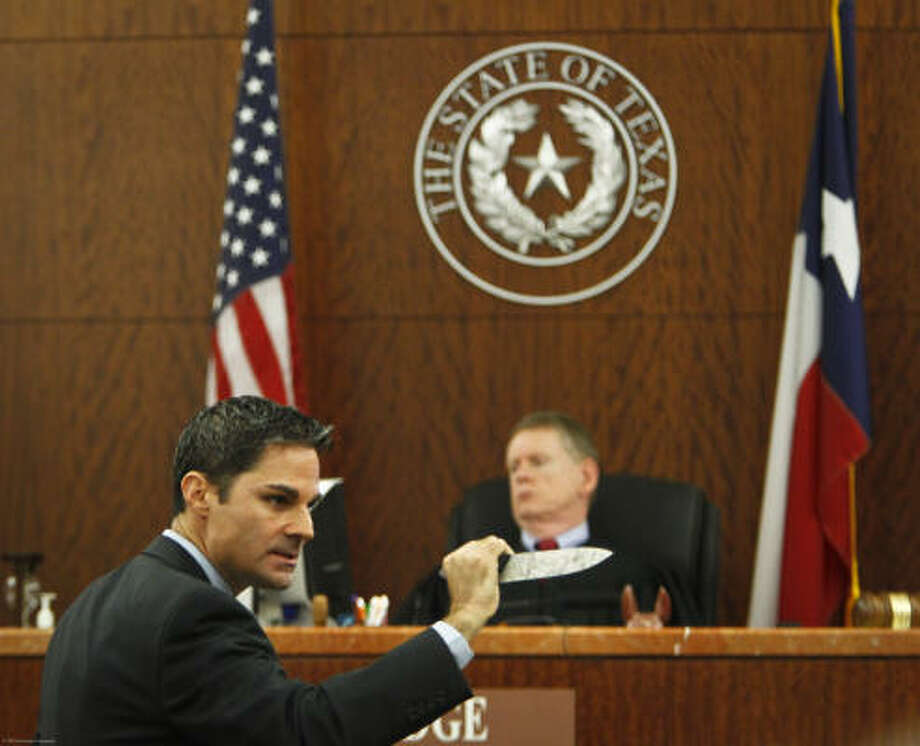 Prosecutor John Jordan describes the killing during Susan Wright's resentencing hearing in November 2010. Her defense attorney said she was a victim of abuse. Photo: Michael Paulsen, Houston Chronicle