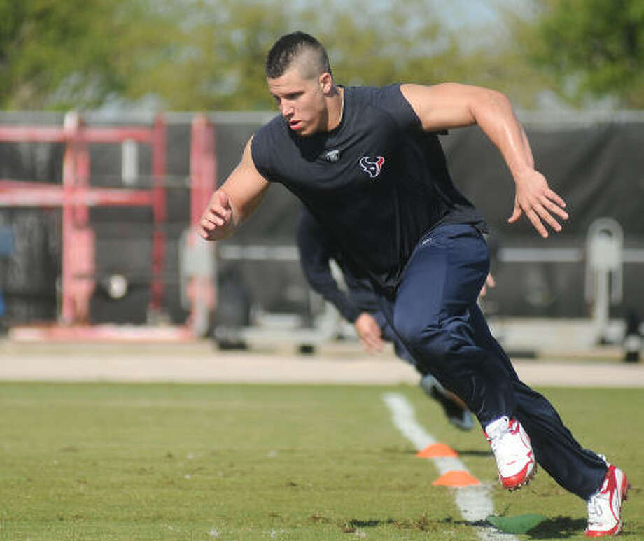 Brian Cushing will be on the field Monday when the Texans begin their organized team activities. Photo: Dave Rossman, For The Chronicle
