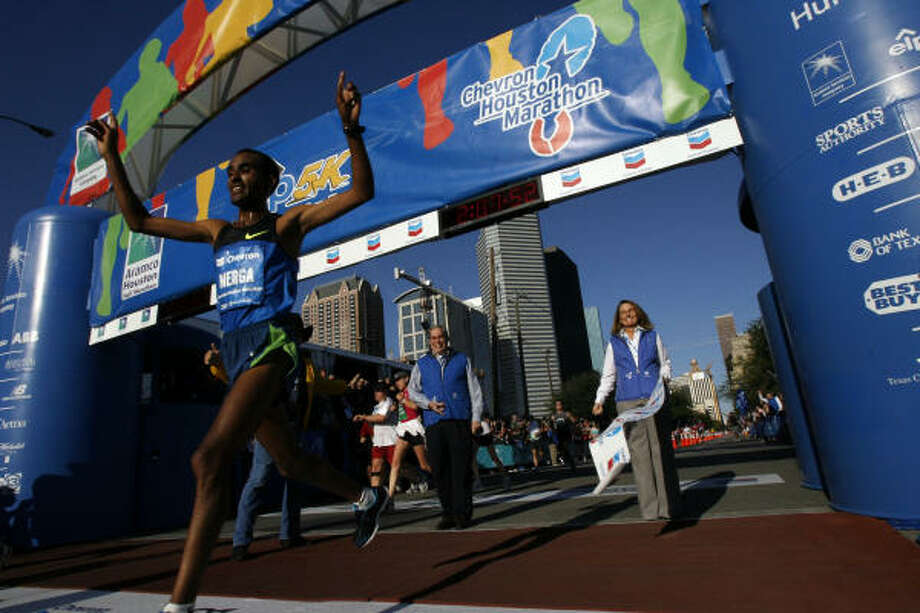 Ethiopian Deriba Merga shaved more than two minutes off the 20-year-old course record last January by finishing in 2:07:52 — the fastest 26.2 miles run in Texas. Photo: Johnny Hanson, Chronicle