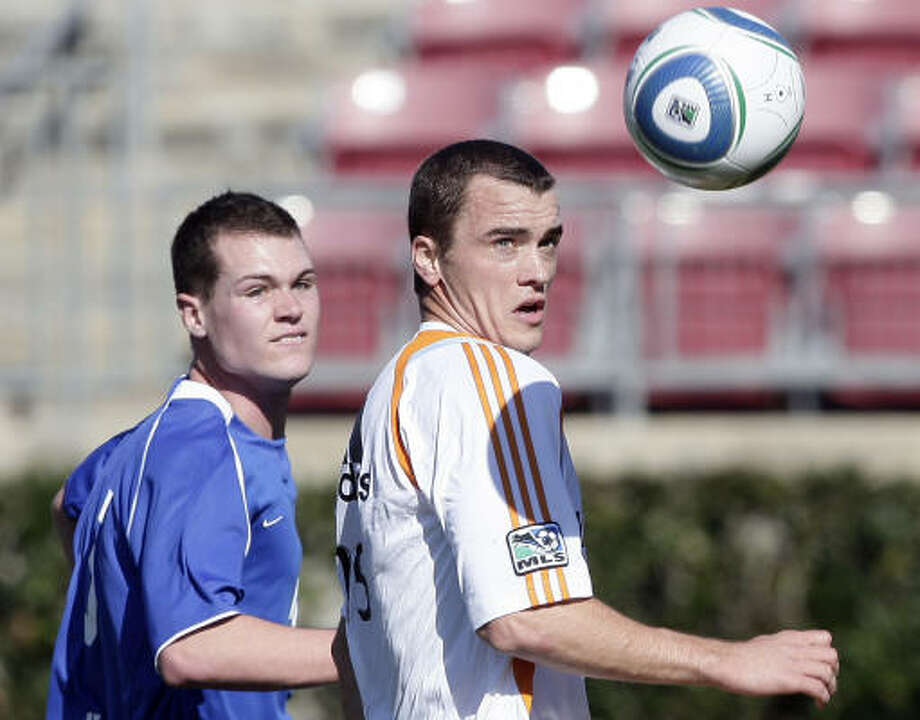 The Dynamo's Cam Weaver, right, will miss at least two weeks. Photo: Bob Levey, For The Chronicle