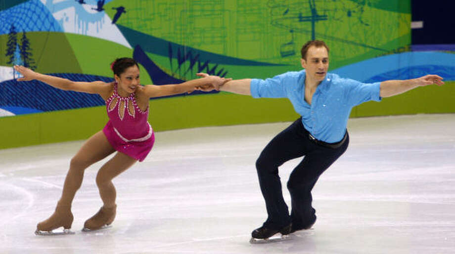 Amanda Evora, of Sugar Land, and her partner Mark Ladwig perform their short program. Photo: Paul Chinn, The Chronicle