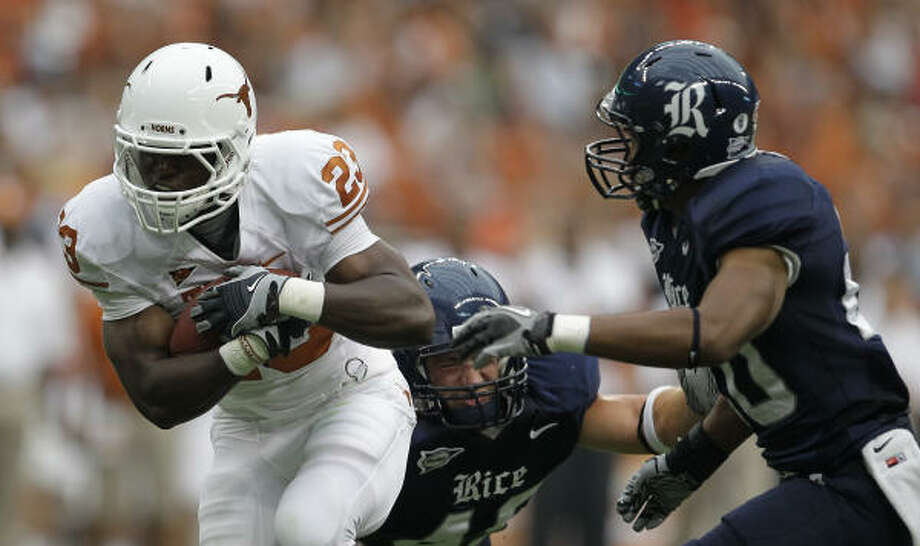 Tre' Newton, left, will start for Texas at running back against Wyoming on Saturday. Photo: Nick De La Torre, Chronicle