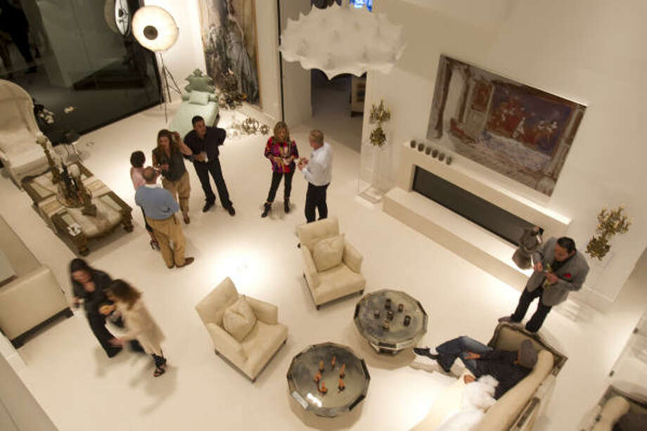 Guests enjoyed drinks and hors d'ouevres in the living room before sitting down to a four-course dinner by chef Beatrice Keller of Bella Compagnia. Photo: Melissa Phillip, Houston Chronicle