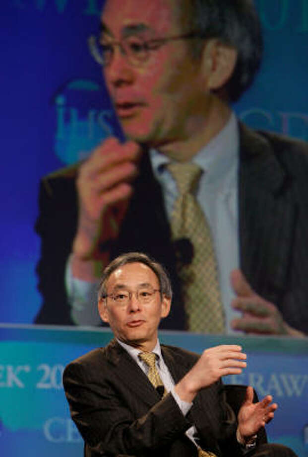 Energy Secretary Steven Chu, speaking at CeraWeek Tuesday, said the U.S. must speed up efforts to wean itself from oil or risk losing the clean technology race to other countries. Photo: Melissa Phillip :, Chronicle