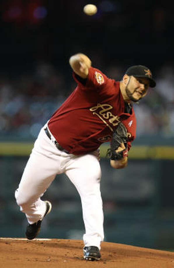 Astros righthander Felipe Paulino allowed two earned runs over six innings Sunday. Photo: Karen Warren, Chronicle