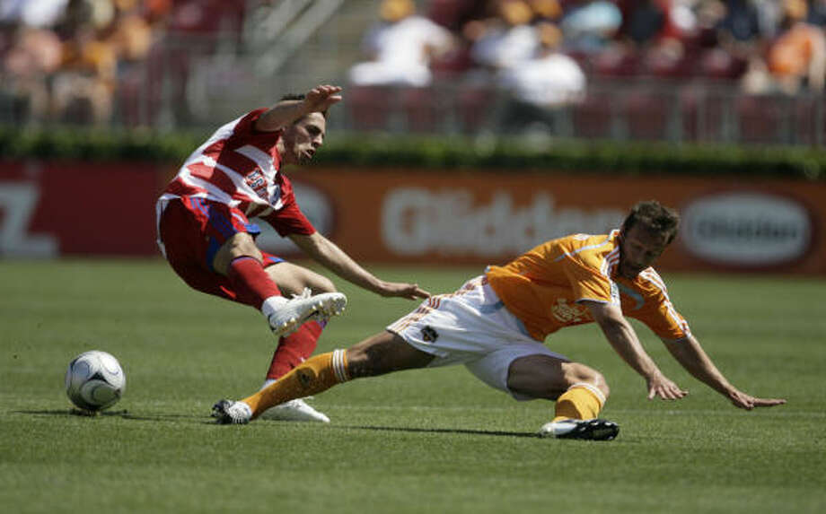 The Dynamo declined the 2011 option on defender Eddie Robinson, right, but it has been clear the sides were close to a new deal. Photo: Julio Cortez, Chronicle
