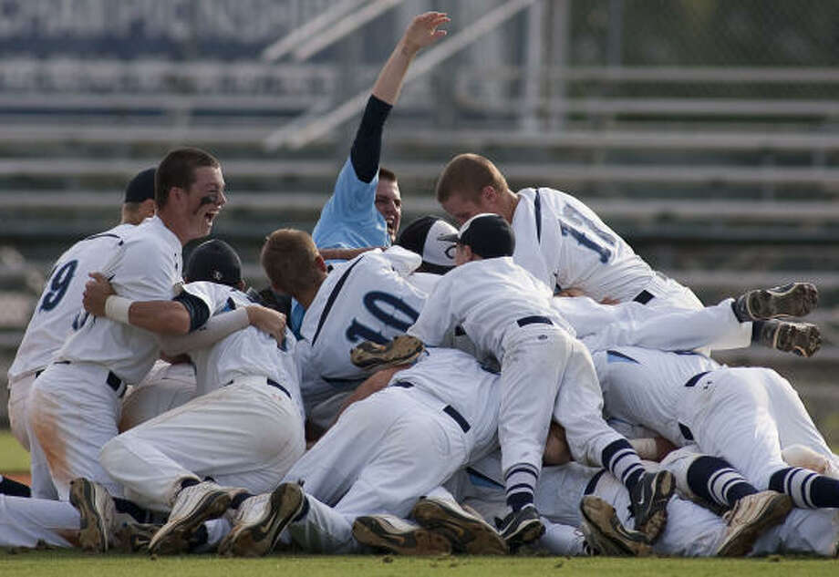 Clements celebrates after winning Game 2 of the best-of-3 Class 5A regional semifinal series against Memorial. Clements is 30-6 going into the state playoffs. Photo: Nathan Lindstrom, For The Chronicle
