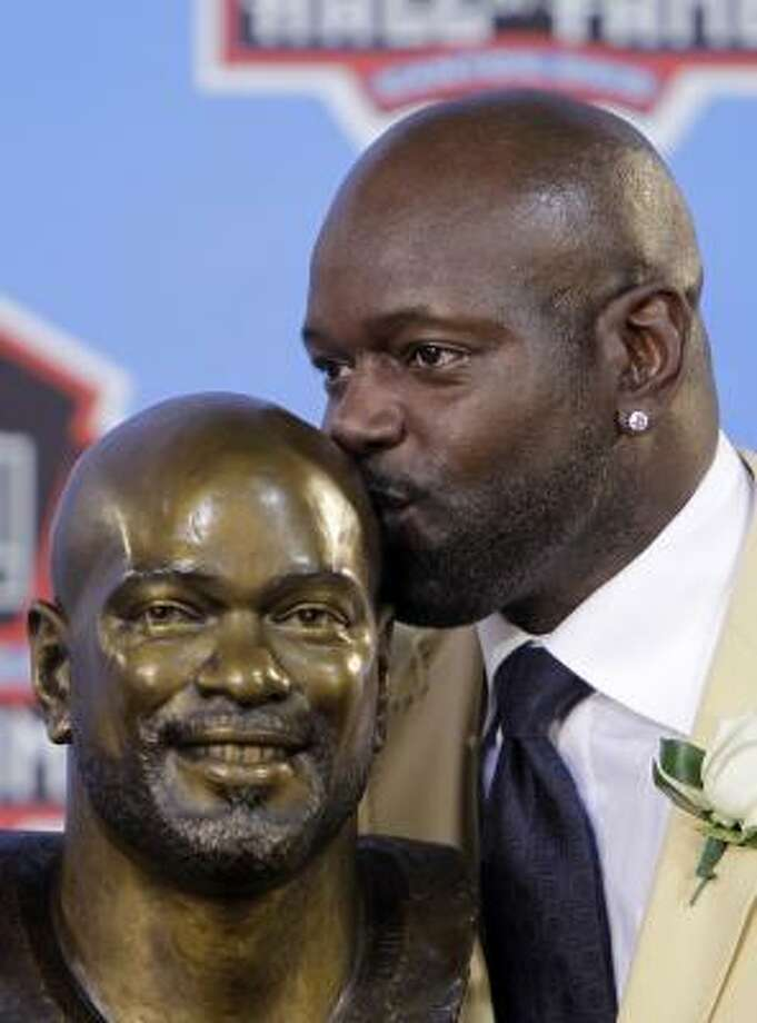 Former Dallas Cowboys running back Emmitt Smith has a buss for the bust of himself that will be on display at the Pro Football Hall of Fame in Canton, Ohio. Photo: Mark Duncan, AP