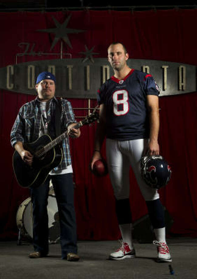 Randy Rogers poses with Texans quarterback Matt Schaub at the Continental Club. Photo: Brett Coomer, Chronicle