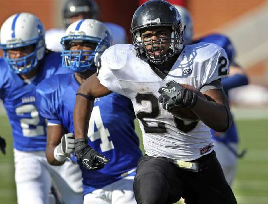 Cibolo Steele running back Malcolm Brown has rushed for 2,334 yards and 26 touchdowns for the Knights. Photo: TOM REEL, SAN ANTONIO EXPRESS-NEWS