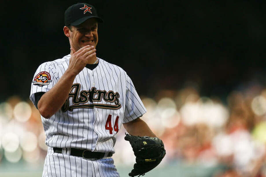 Astros pitcher Roy Oswalt could not match the performance of reigning Cy Young winner Tim Lincecum. Photo: Michael Paulsen, Chronicle