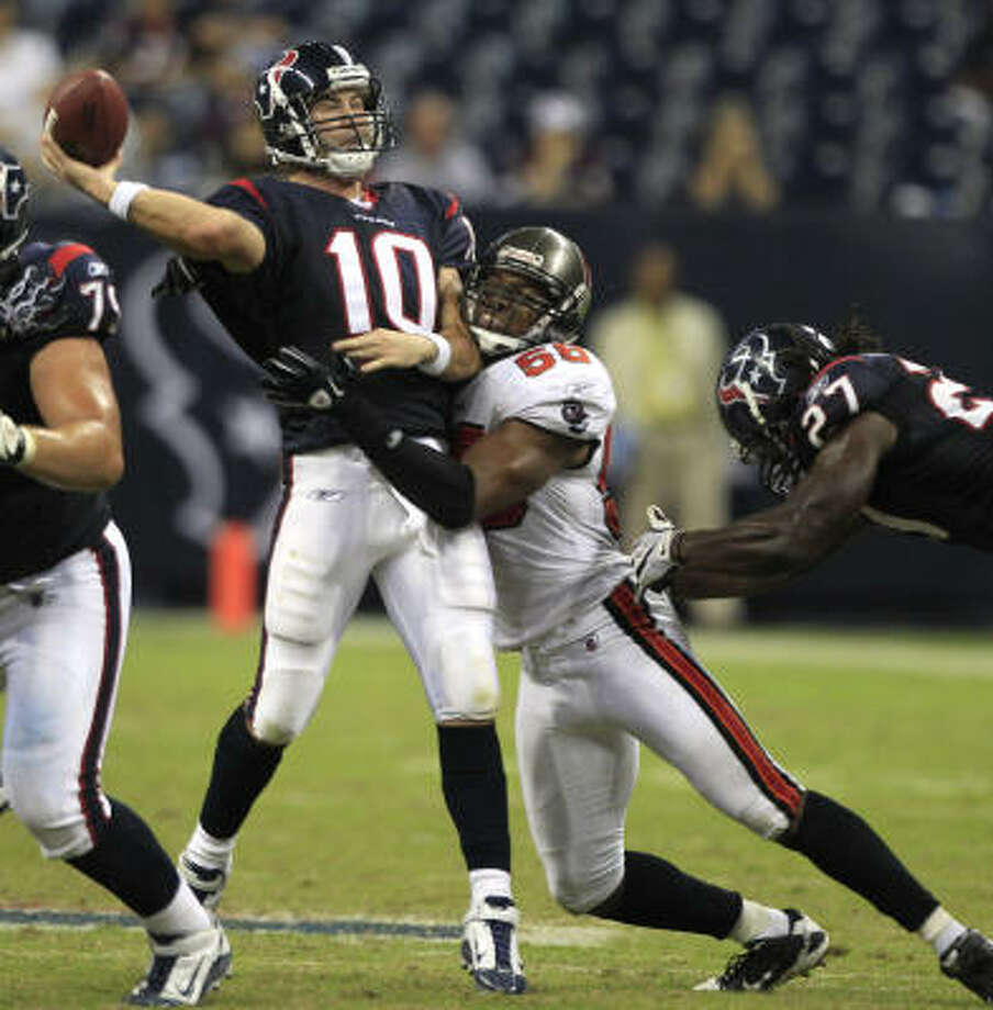 Texans quarterback John David Booty, who completed 17 of 37 passes for 209 yards and two touchdowns, led the Texans up and down the field. Photo: Brett Coomer, Chronicle