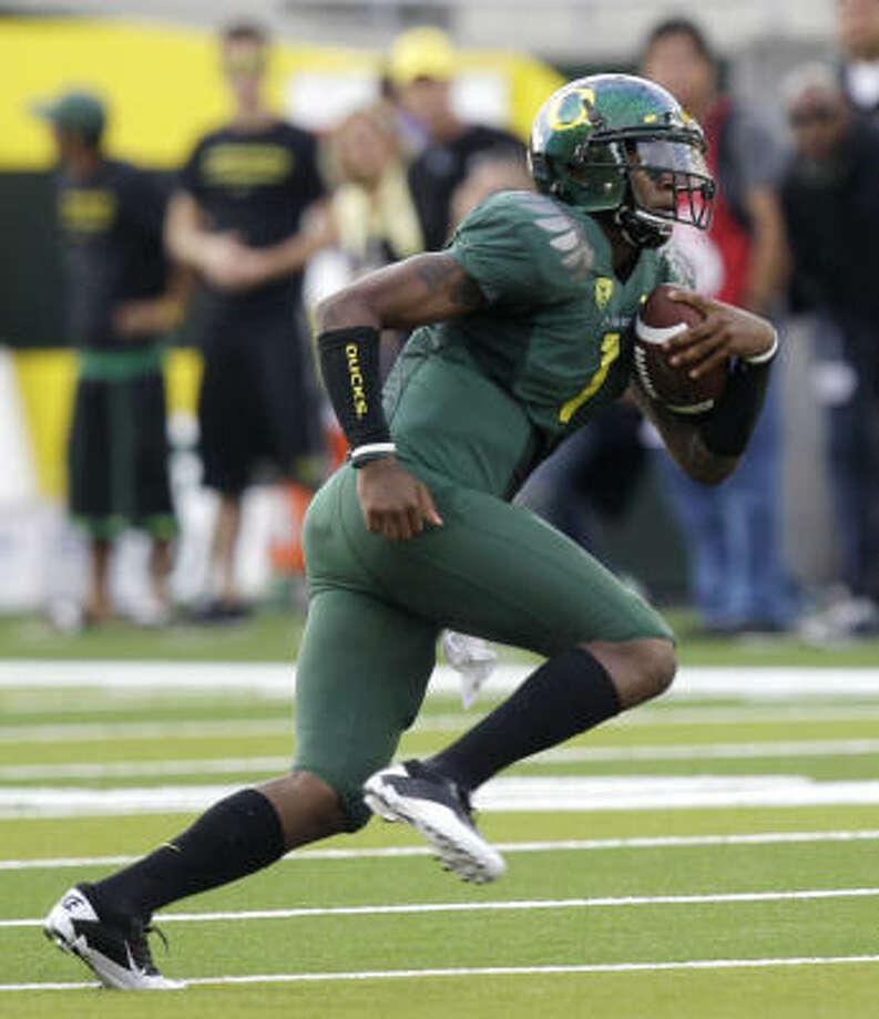Quarterback Darron Thomas keyed Oregon's offensive attack with 238 yards passing and 117 yards rushing. Photo: Rick Bowmer, AP