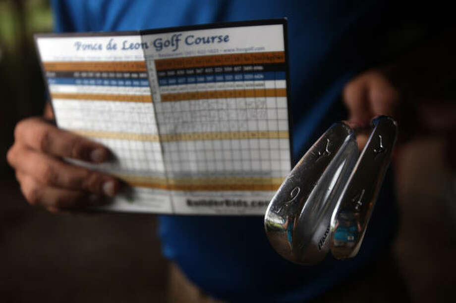 Chris Nevils shows off his scorecard showing his two hole-in-ones in one round on Monday. Photo: Mayra Beltran, Chronicle