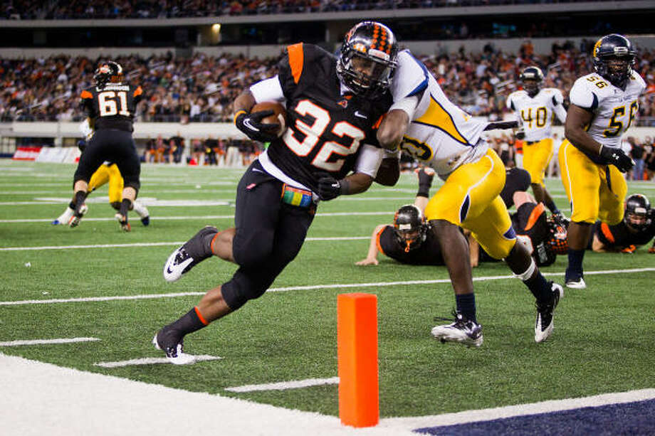 Aledo running back Johnathan Gray powers past La Marque linebacker Ken Butler to score one of his eight touchdowns on Friday night. Photo: Smiley N. Pool, Chronicle