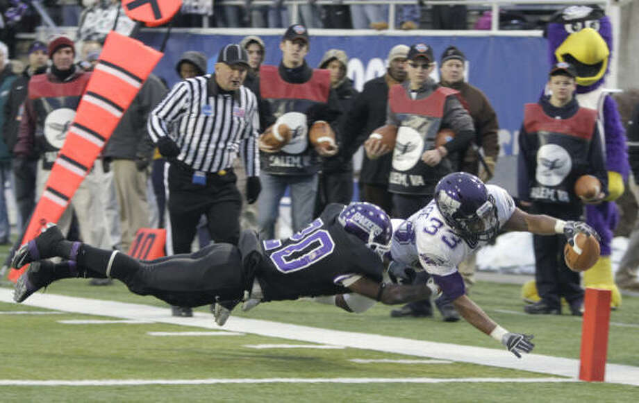 Wisconsin-Whitewater running back Levell Coppage dives into the endzone as Mount Union defensive back Chaz Jordan tries to make the stop during the first half of the 38th Amos Alonzo Stagg Bowl Division III Championship football game on Saturday in Salem, Va. Photo: Steve Helber, AP