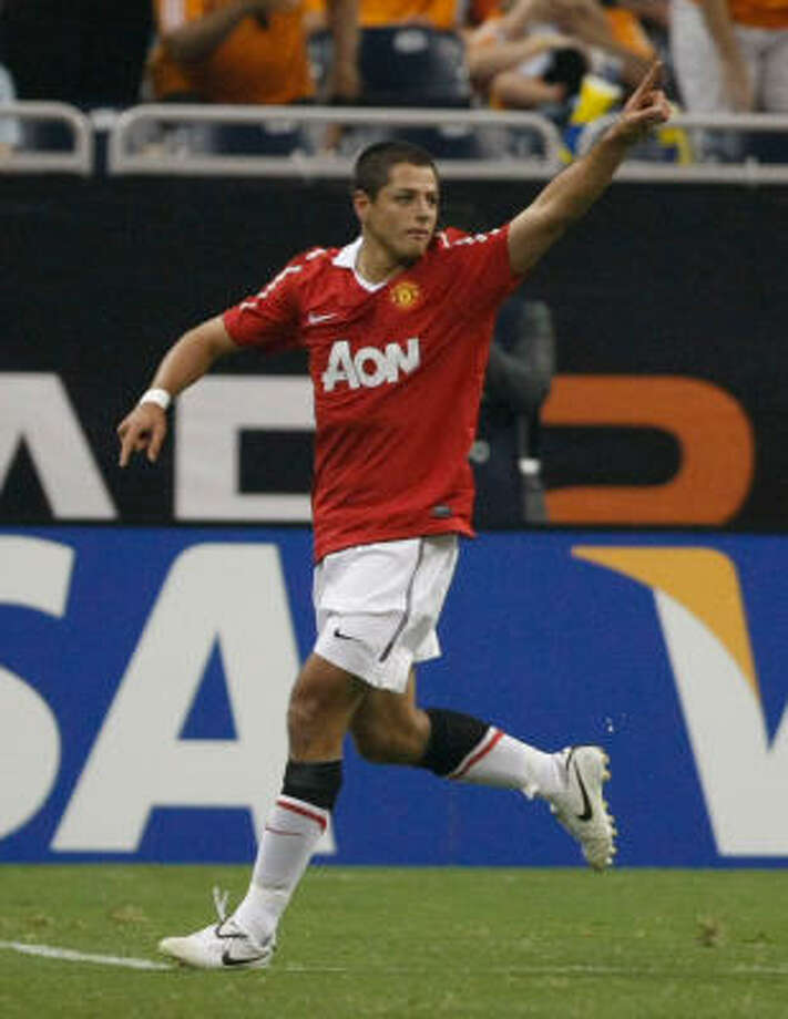 "Javier ""El Chicharito"" Hernandez, a second-half substitution, scored in his Manchester United debut. Photo: Julio Cortez, Chronicle"