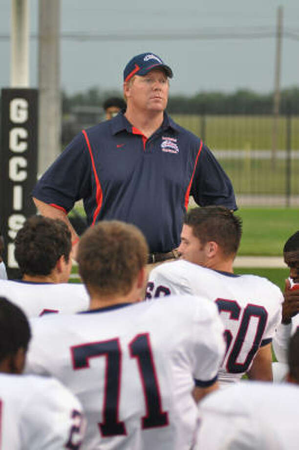 Dawson coach Eric Wells led his team to the Region III 4A state semifinals. Photo: L. Scott Hainline, For The Chronicle