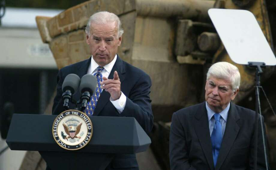 (L) Vice President Joe Biden makes a point in his remarks at the Fairfield Park and Ride along the Merrit Parkway in Fairfield while Sen. Chris Dodd listens, Monday, Oct. 5, 2009. Photo: Phil Noel / Connecticut Post