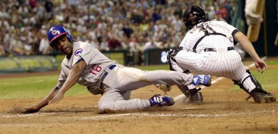 Delino DeShields Jr. hopes to follow in his father's footsteps. DeShields Sr., left, played for 13 seasons. Photo: DAVID J. PHILLIP, AP